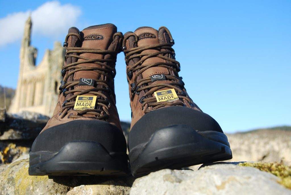 Keen Karraig walking boots front elevation
